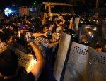 Армения: заложники освобождены, противостояние продолжается