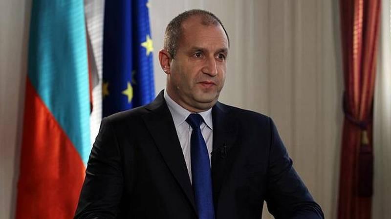 «Русские повисли камнем на шее»: болгары против поездки президента в Москву
